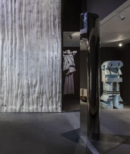 Rick Owens dévoile son mobilier design au MOCA