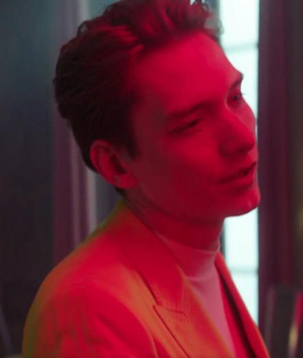 """Pureté et sobriété pour le nouveau clip de Thomas Azier  """"Gold"""""""