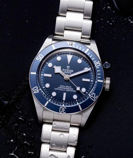 """Tudor réédite sa célèbre montre de plongée en version """"Navy Blue"""""""