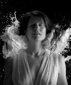 """Camille fait son grand retour avec le clip décalé """"Fontaine de lait"""""""
