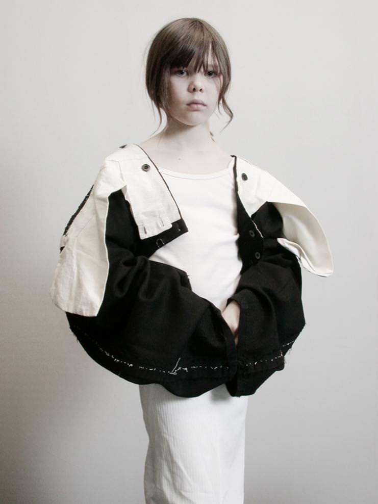 ou Lesage portant un pantalon retourné. Été 2002, phase préparatoire à la Collection Vice Versa © Fabrice Laroche
