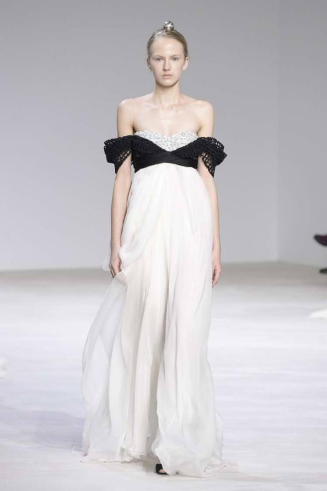Giambattista valli spring summer 2016 haute couture for Haute couture in english