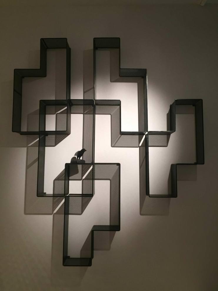 """""""Dedal"""" (1955) de Mathieu Mategot. Métal laqué noir. Galerie Matthieu Richard."""