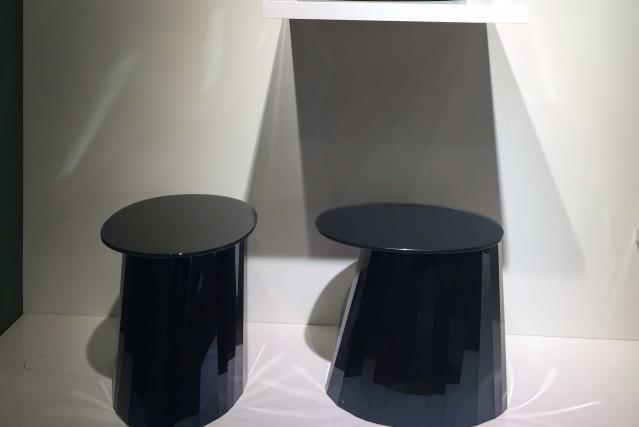 Pli Side Table (2016) de Victoria Wilmotte, chez ClassiCon.