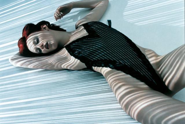 Karen Elson photographiée par Sølve Sundsbø pour le Numéro Privé mai 2003