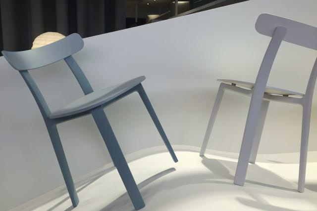 All Plastic Chair (2016) de Jasper Morrison, chez Vitra.