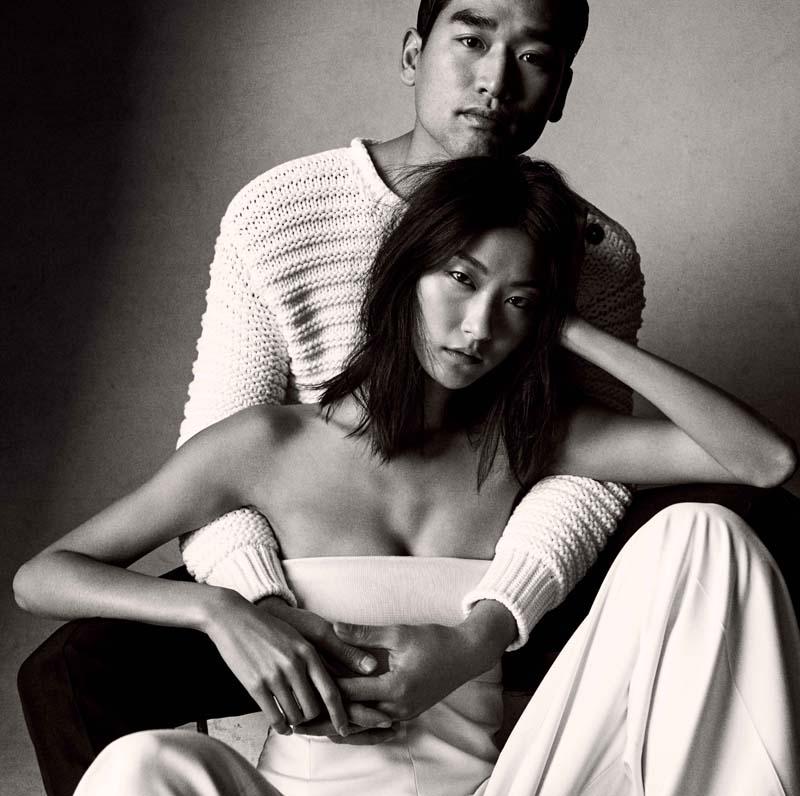 Jun Hoya Choi : pull en coton côtelé et pantalon en toile de laine et lin, HERMES. Ji Hye Park : combinaison en panama de soie,HERMES.